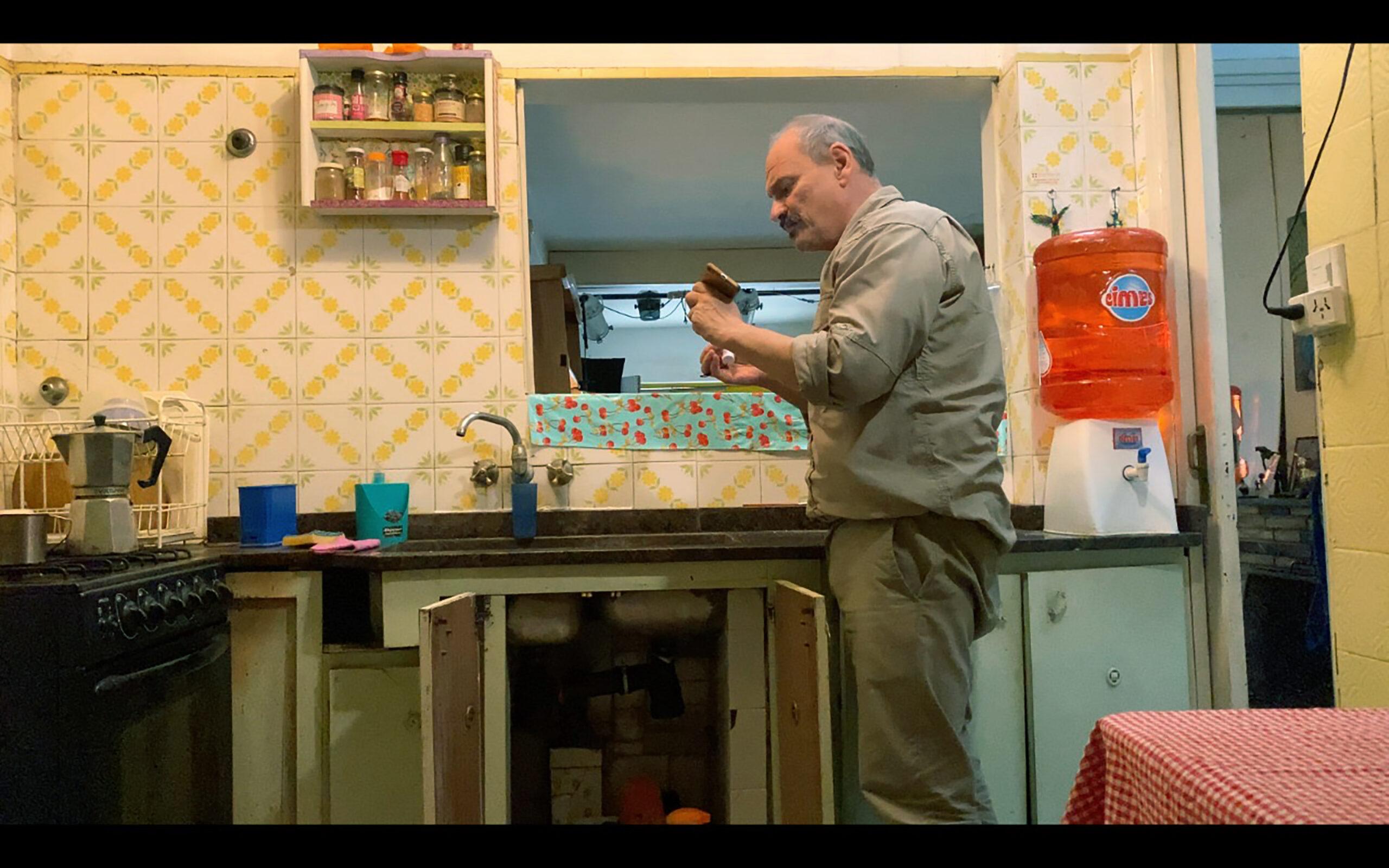 Nueve directores filmaron «Murciélagos» durante la cuarentena para recaudar fondos: se estrena en junio